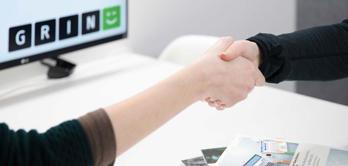 Vorschaubild: Handschlag im Büro